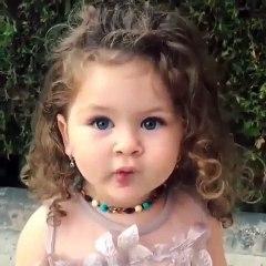 Minik Prensesin Öpücük Atma Çabası