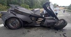 La «Batmobile» d'un Youtubeur a été en partie détruite par une Renault Scenic