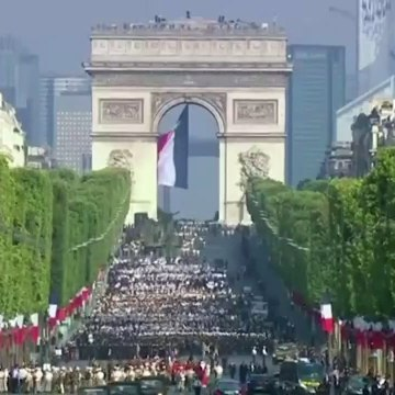 JET-POWERED FLYBOARD STEALS SHOW AT BASTILLE DAY MILITARY PARADE || WARTHOG 2019