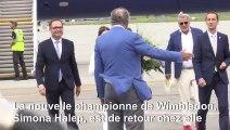 Simona Halep arrive à Bucarest après sa victoire à Wimbledon