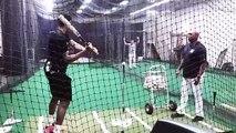 Baseball : Giannis Antetokounmpo a du mal à toucher la balle...
