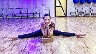 Malaika Arora's fans went crazy on her Split pose | FilmiBeat
