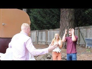 Guy Travels From Australia to Surprise Best Friend on His Wedding