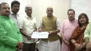 Indian Air Force's Former Airman CBR Prasad ने Defence Ministry को Donate किए 1 Crore|वनइंडिया हिंदी