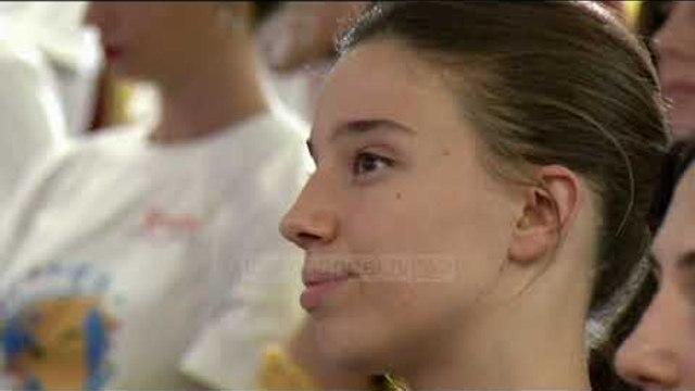"""Projekti """"Smile Albania"""", 500 vajza e djem mundësi punësimi gjatë sezonit veror"""