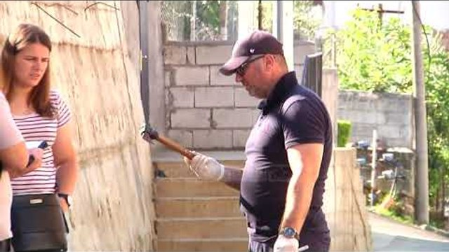 Krim në familje, djali qëllon më sëpatë babanë