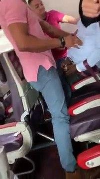 Un africain menotté, brutalisé lors de son rapatriement des USA