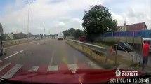 Un automobiliste arrive trop vite à un passage piétons et provoque un gros carambolage