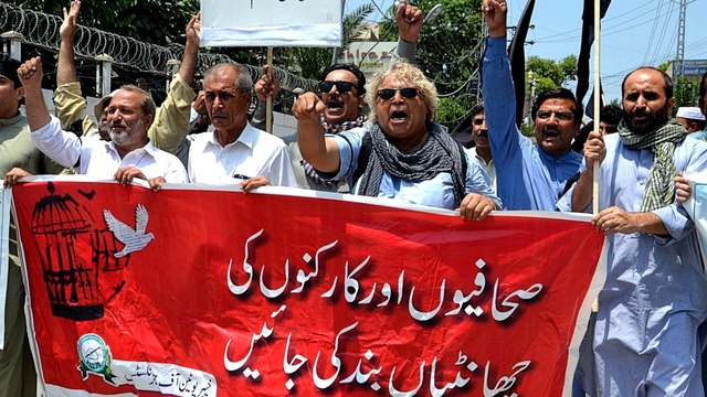 Pakistan's journalists vow to fight against increasing censorship