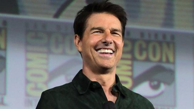 "Tom Cruise Surprises Comic-Con with ""Top Gun: Maverick"" Footage"
