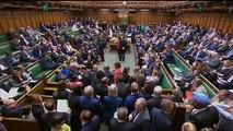 Deputados britânicos rejeitam Brexit sem acordo