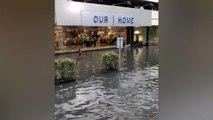 Einkaufszentrum steht unter Wasser – Kunden shoppen weiter