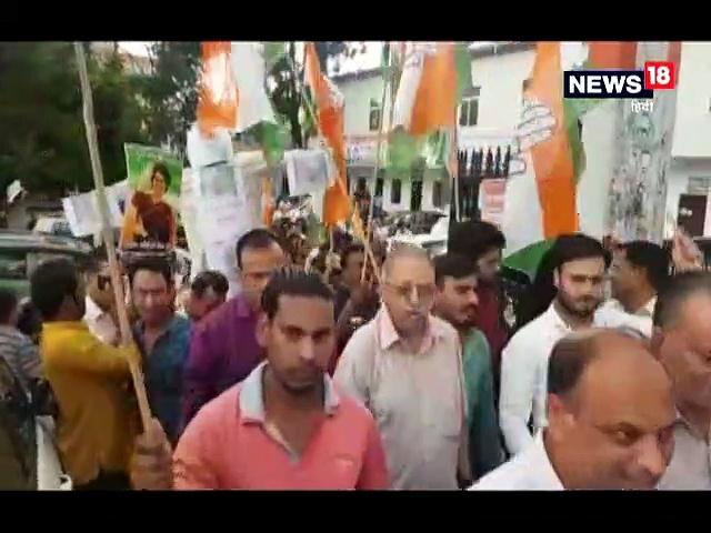 सोनभद्र हिंसा : प्रियंका गांधी को रोके जाने के विरोध में प्रदेश कांग्रेस का प्रदर्शन