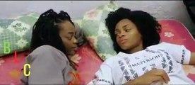 Regardez comment cette fille réconforte son amie après une rupture. Hilarant !