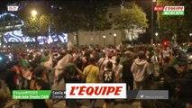 Les supporteurs algériens fêtent la victoire de leur équipe sur le Champs-Elysées - Foot - CAN