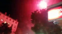 Les feux d'artifice continuent d'illuminer la nuit a la Guillotière.