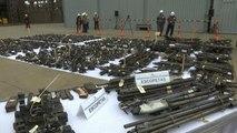 La polizia peruviana distrugge migliaia di armi