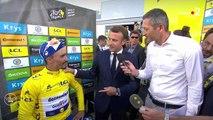 Tour de France 2019 : quand Emmanuel Macron vient féliciter en direct Julian Alaphilippe, le maillot jaune