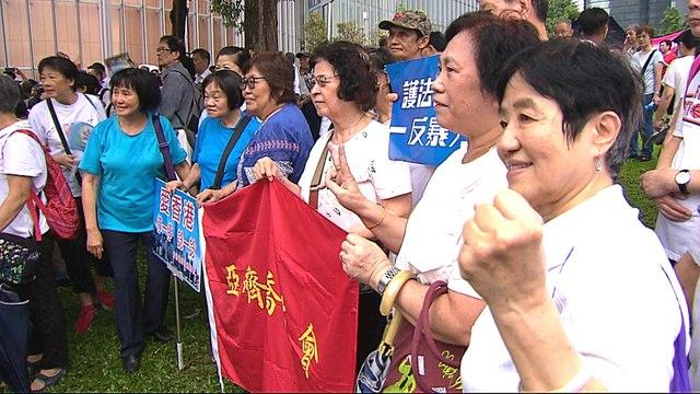 Hong Kong protests: Pro-China groups hold rally