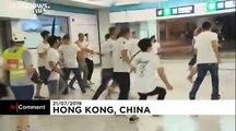 شاهد: مواجهات عنيفة بين ملثمين ومتظاهرين داخل مترو هونغ كونغ