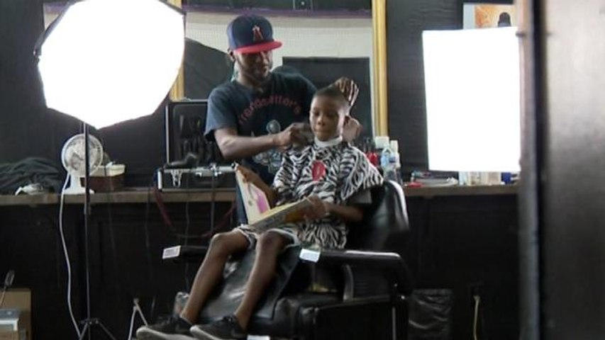 Barber Gives Kids Books to Read During Haircuts