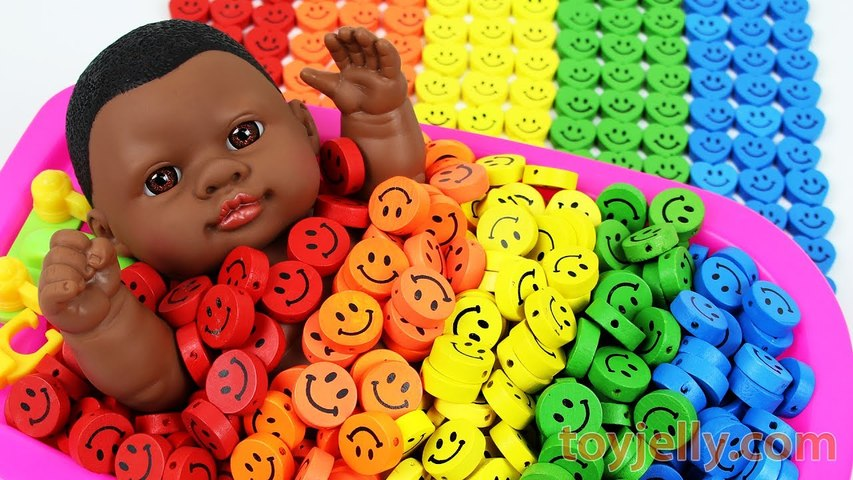 Learn Colors Baby Doll Smiley Candy Bath Time Finger Family Song Nursery Rhymes for KID Children