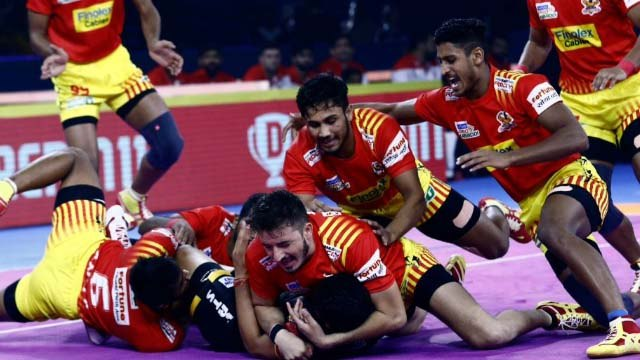 Pro Kabaddi League 2019: Gujarat Fortunegiants Beats Bengaluru Bulls 42-24 | वनइंडिया हिंदी