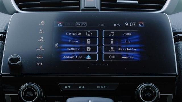 Checking the tech in the 2019 Honda CR-V