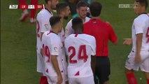 Joris Gnagnon terrasse un joueur de Liverpool