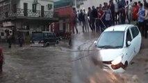 RAJKOT में सड़क पर सैलाब, तेज धारा में बही CAR, देखिए VIDEO