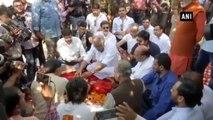 Sridevis Asthi Visarjan  -  Boney Kapoor, Anil Kapoor Bid Final Adieu In Haridwar