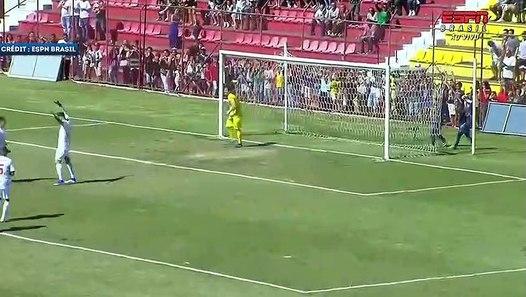 Vidéo : Ederson inscrit un doublé lors d'un match de charité