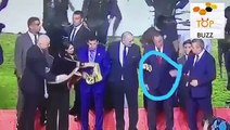 Le président de la ligue égyptienne vol une médaille d'or en direct