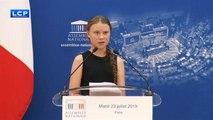 Parigi, Greta Thunberg spacca in due l'assemblea nazionale francese