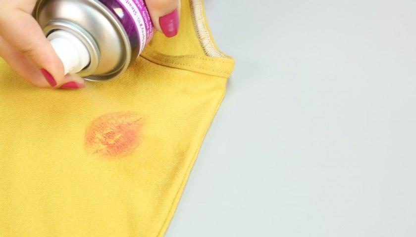 4 طرق مبتكرة لإزالة بقع المكياج العنيدة عن ملابسك