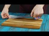 Er klebt Klebeband aufs Küchenbrett. Das ist umwerfend!