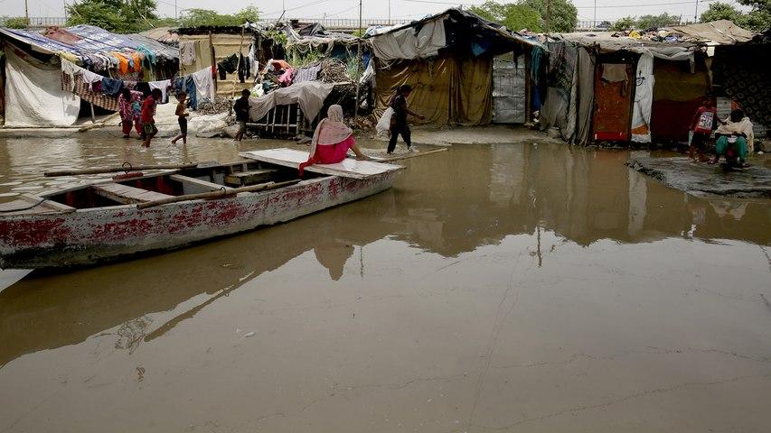 Flooded Yamuna displaces around 14,000 in Delhi