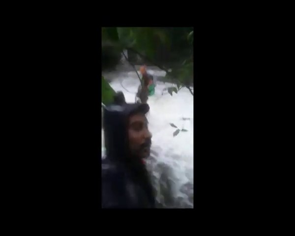 Kerala Police on rescue operation at Waynad