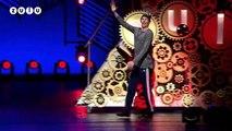 L'incroyable show à la télévision au Danemark d'un humoriste qui se met nu en direct - XYZ