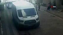 Sultangazi'de sokak ortasında tartıştığı komşularını bıçakladı...O anlar kamerada
