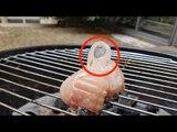 Coloque cubos de gelo sobre a carne durante o churrasco. Genial!