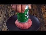 Il enfonce une bière dans la viande crue et c'est l'explosion en bouche !