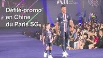 Neymar et Mbappé présentent les nouveaux maillots du PSG