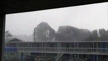 Une tempête surpuissante emporte le toit d'un motel !