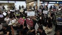"Manifestantes de Hong Kong ""educan"" a los visitantes"