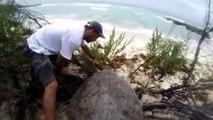 Ils aident une tortue géante centenaire à retourner à la mer !