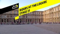 Les cyclistes passent au Louvre / Riders at the Louvre - Étape 21 / Stage 21 - Tour de France 2019