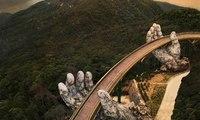"""""""الجسر الذهبي""""... وجهة سياحية جديدة من عالم الخيال"""