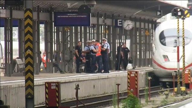 Conmoción en Alemania por la muerte de un niño al que un desconocido empujó junto a su madre a las vías del tren
