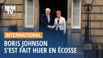 Copieusement hué, Boris Johnson a reçu un accueil glacial lors de sa première visite officielle en Écosse